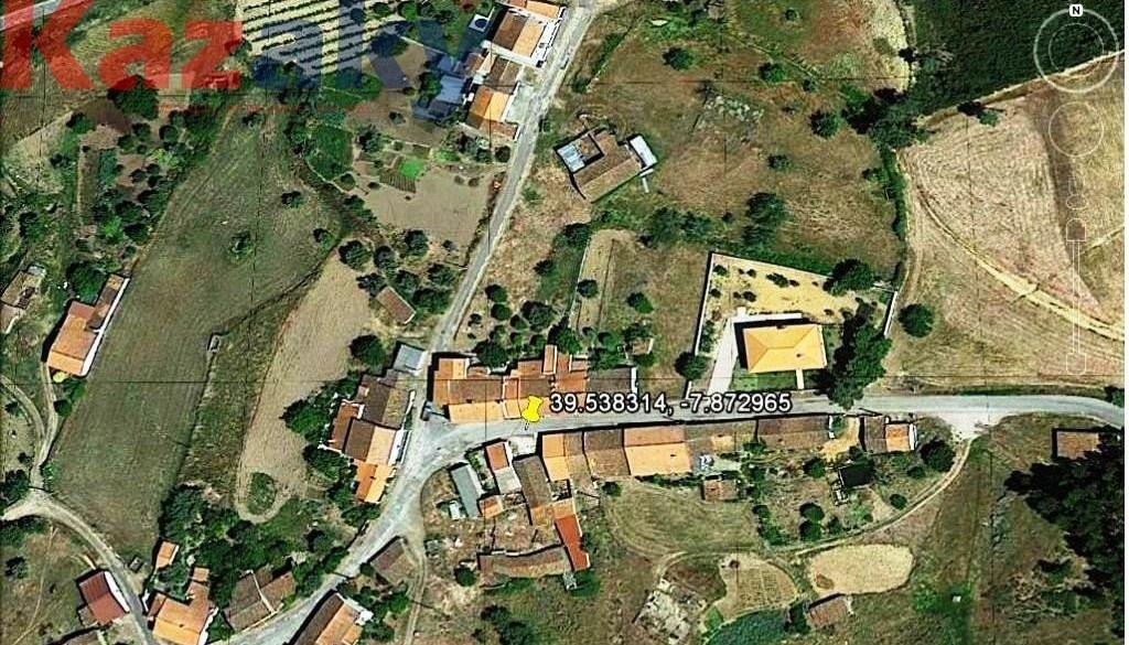 19.895,00€ - Casa de aldeia térrea, para remodelar, c/ terreno 630,00m2, em Vale de Gama, Mação.