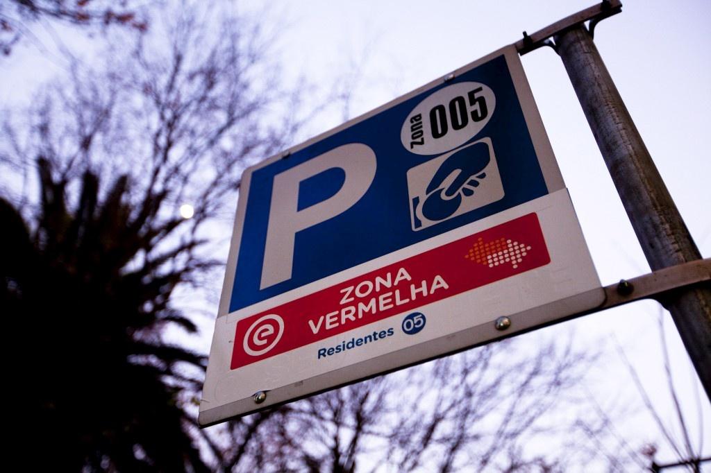 Estacionamento Abusivo-Indevido